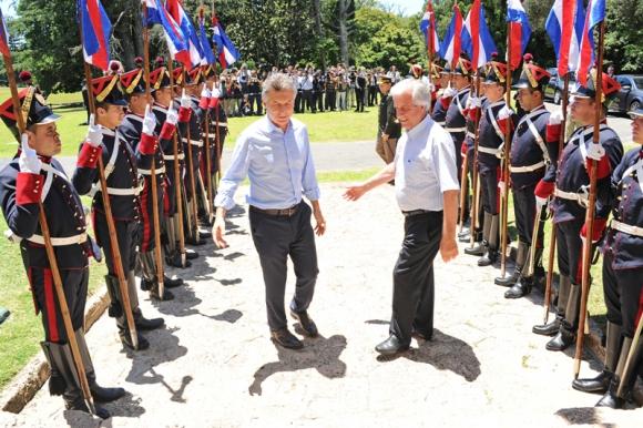 El Presidente Vázquez recibe a su par Mauricio Macri. Foto: Presidencia