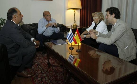 Manuela Carmena se reunió con Daniel Martínez en la Intendencia de Montevideo. Foto: EFE,.