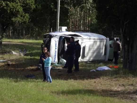 Ambulancia volcó en el km 152 de la ruta 9. Foto: Ricardo Figueredo