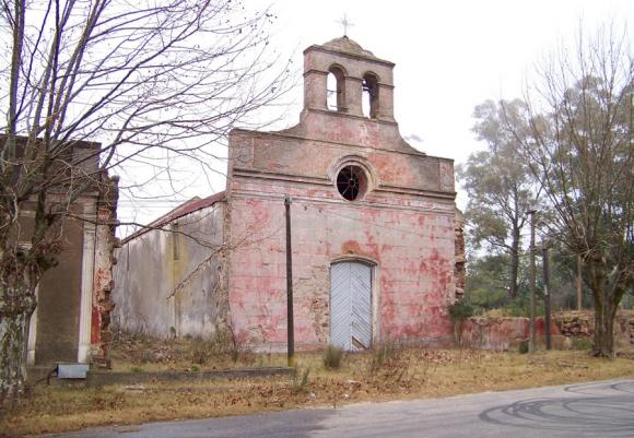 El templo religioso antes del derrumbe de ayer. Foto: M. Morales