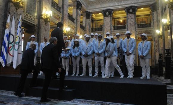 La despedida a los deportistas uruguayos en el Palacio Legislativo. Foto: Francisco Flores.