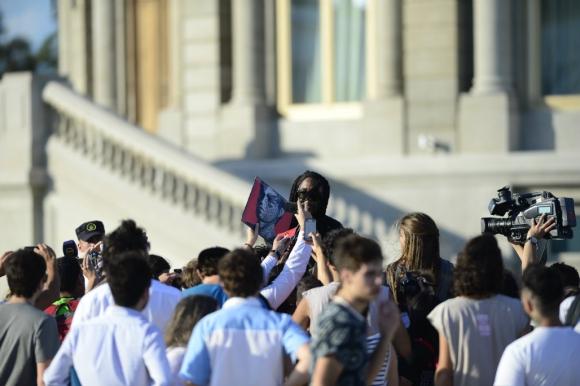 Bernard Fowler bajó a saludar a los fans. Foto: Fernando Ponzetto