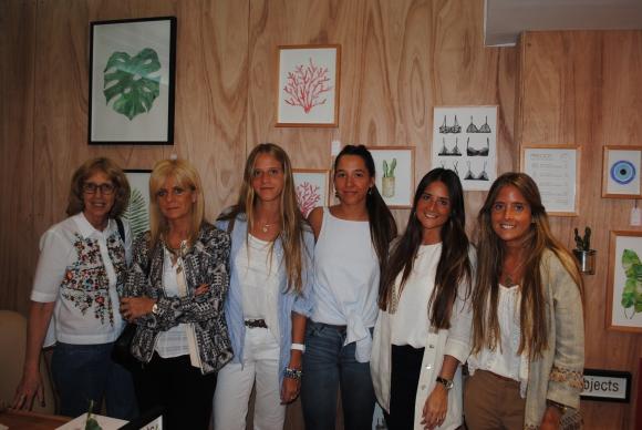Valeria Prada, Adriana Calvo, Alejadra Rienzi, Luciana Bazzano, Andrea y Flavia Rienzi.