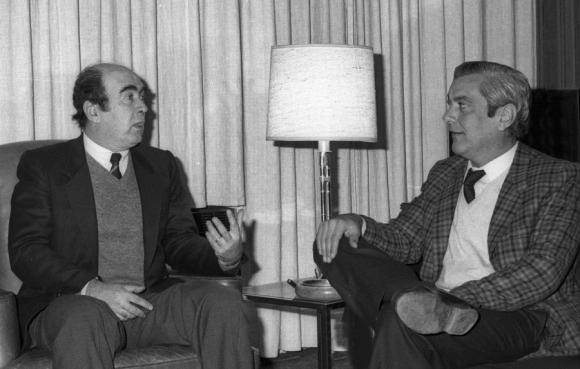 Junto a su gran compañero de la vida en el diario, Washington Beltrán. Foto: El País