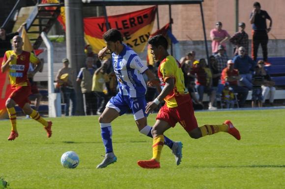 Juventud y Villa Española igualaron 1-1 en el Parque Artigas. Foto: Ariel Colmegna