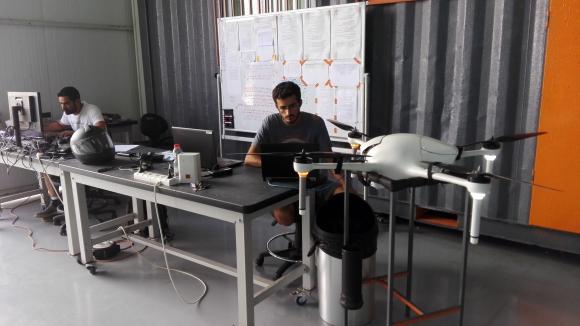 Airobotics. Esta compañía creó drones que vuelan y aterrizan automáticamente.