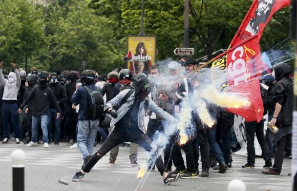 Las protestas generaron disturbios con la policía. Foto: Reuters