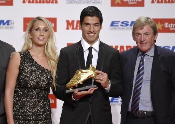 Luis Suárez y la Bota de Oro. Fotos: AFP y REUTERS