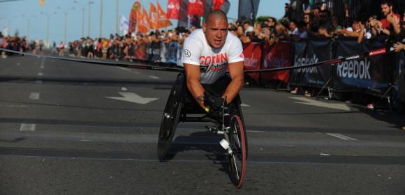 Un clásico. Eduardo Dutra, quien compite en la categoría de silla de ruedas, volvió a ganar la Reebok.