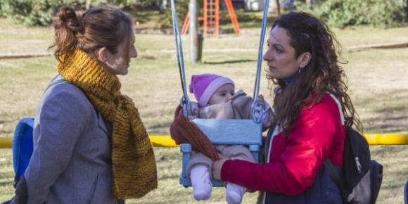 Julieta Zylberberg es una madre primeriza que se cruza con unas hermanas raras.