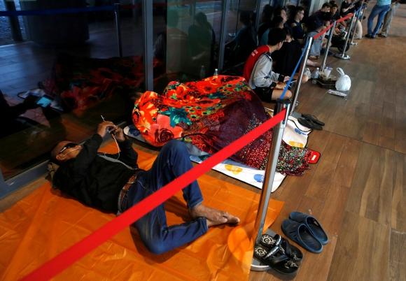La espera por el iPhone 7 en Singapur. Foto: Reuters