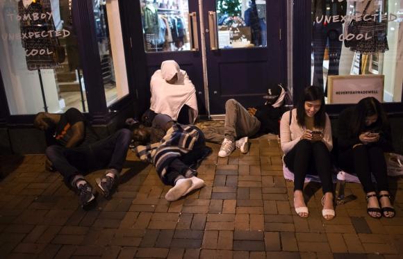 Así esperaban al iPhone 7 en Washington. Foto: AFP