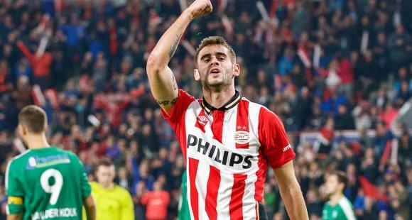 Gastón Pereiro festejando su gol con el PSV. Foto: vi.nl