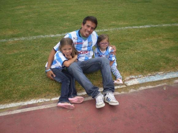 Rafa no dio opción a sus hijas en materia de fútbol. Tres hinchas de Cerro.