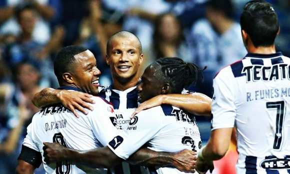 Carlos Sánchez festeja un gol para Rayados de Monterrey. Foto: @Invictos