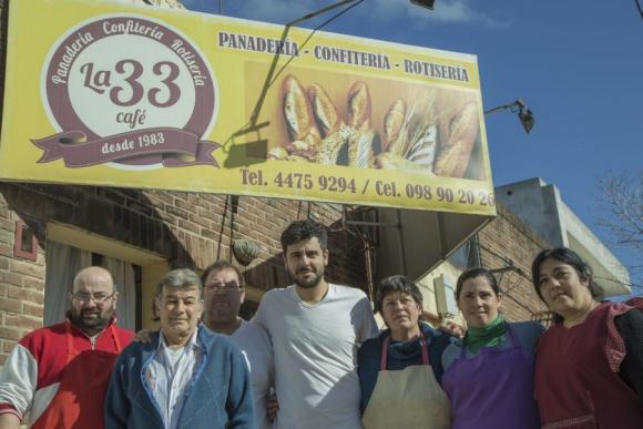 Nicolás Molina tiene una panadería en Castillos. Foto: Sebastián Arruti