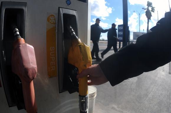 Los uruguayos habrían ahorrado si los combustibles se hubieran importado. Foto: F. Ponzetto