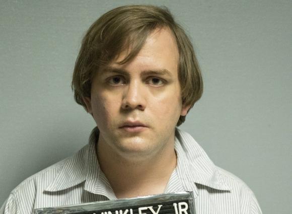 Kyle S. More es John Hinckley Jr., quien le habría disparado a Reagan.