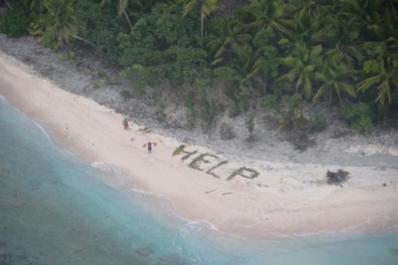 Pidieron ayuda con un mensaje en la arena y fueron rescatados