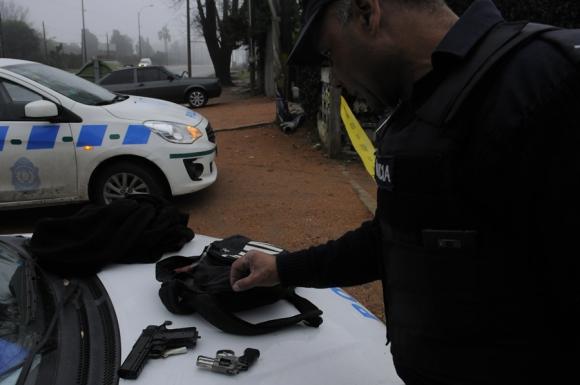 Al ser detenidos, los rapiñeros dicen que las armas las compraron en ferias. Foto: F. Ponzetto