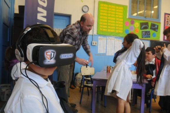 La Escuela 169 fue la primera del país en probar la realidad virtual. Foto: F. Flores