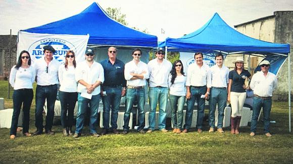 El equipo de escritorio Aramburu en Sarandí del Yí. Foto: El País