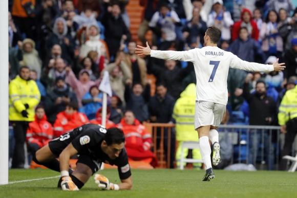 Crisitano Ronaldo anotó un doblete en el triunfo ante el Sporting de Gijón. Foto: EFE