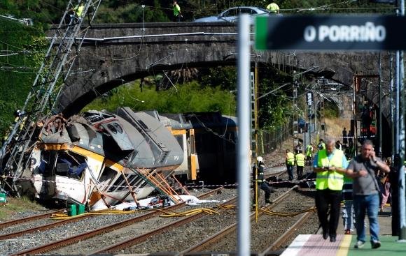 Tren se descarriló en España y dejó cuatro muertes y 50 heridos. Foto: AFP