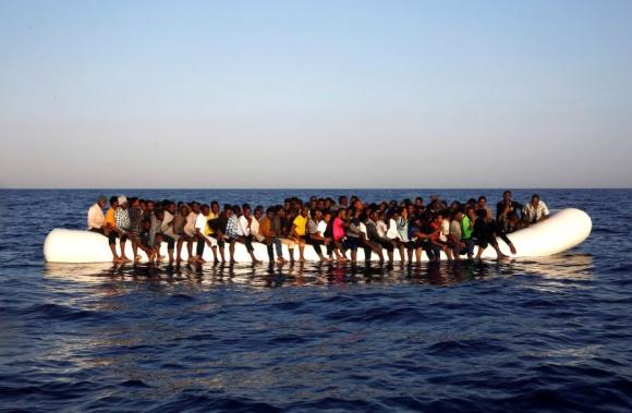 Escapando de la guerra civil en Siria personas buscan futuro en Europa. Foto: Reuters