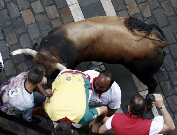Segunda corrida de toros en San Fermín. Foto: EFE