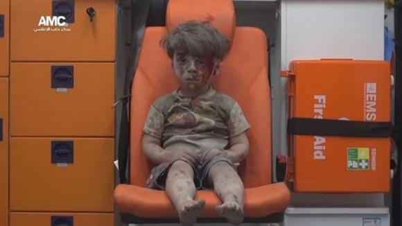 Omran, el niño que es la imagen de la masacre en Siria. Foto: Aleppo Media Center