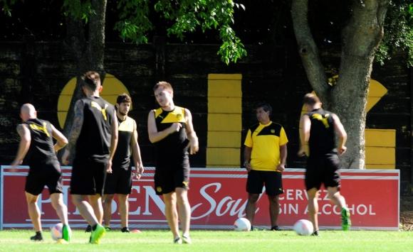 La primera práctica de Jorge Da Silva en su vuelta a Peñarol. Foto: Fernando Ponzetto.