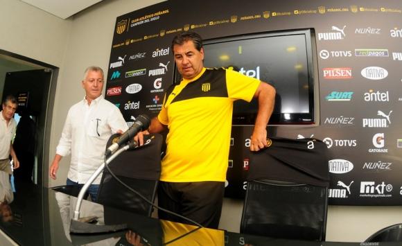 La presentación de Jorge Da Silva como entrenador aurinegro en su vuelta a Peñarol. Foto: Fernando Ponzetto.