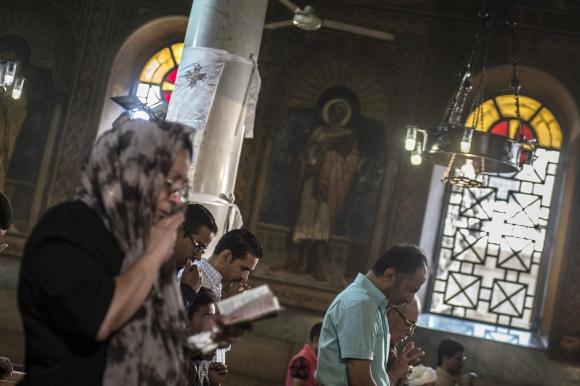 Homenaje a las víctimas del vuelo de EgyptAir. Foto: AFP