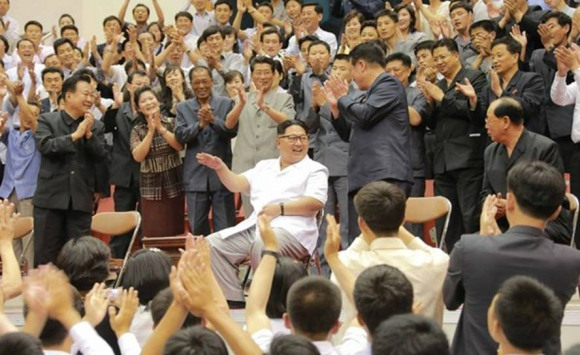 Kim Jong-un asistió a un partido de básquetbol entre China y Corea del Norte. Foto: KCNA.