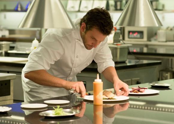 El chef Adam Jones busca su tercera estrella Michelin, ahora en Londres.