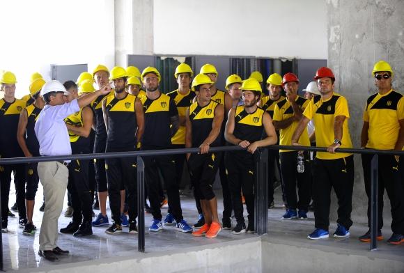 Los futbolistas visitaron el estadio. Foto: Peñarol.