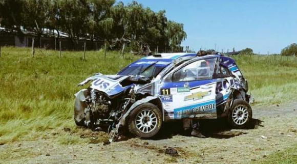 Así quedó el coche de David Nalbandian tras el accidente. Foto: @TodoRallyArg