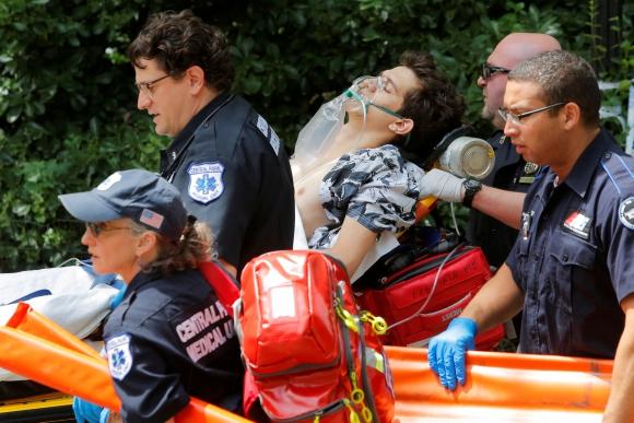 Joven resultó herido a causa de una explosión. Foto: Reuters