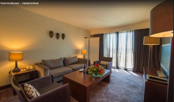 El living de la habitación Business Suite del Intercontinental de Zambia. Foto: Tripadvisor