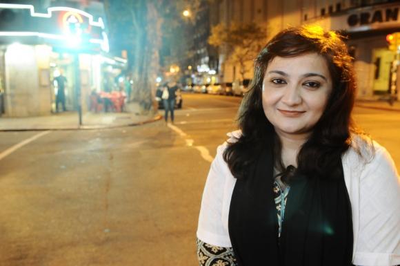 Kawish Tabassum vive en Montevideo desde hace dos meses y pretende trabajar cuando le revaliden el título. Foto: D. Borrelli