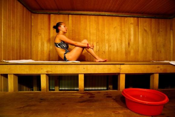 Melitina Staniouta dentro del sauna después de entrenar. Foto Reuters