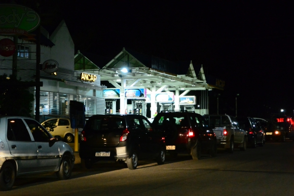 Largas filas también en estaciones de Punta del Este. Foto: Ricardo Figueredo