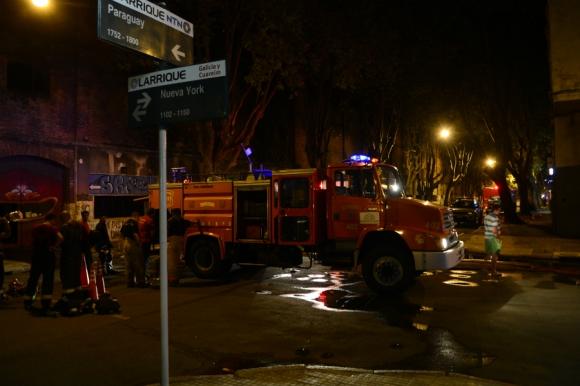 Incendio en uno de los galpones de AFE. Foto: Gerardo Pérez