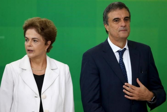 Rousseff junto al abogado del gobierno, José Eduardo Cardozo. Foto: Reuters