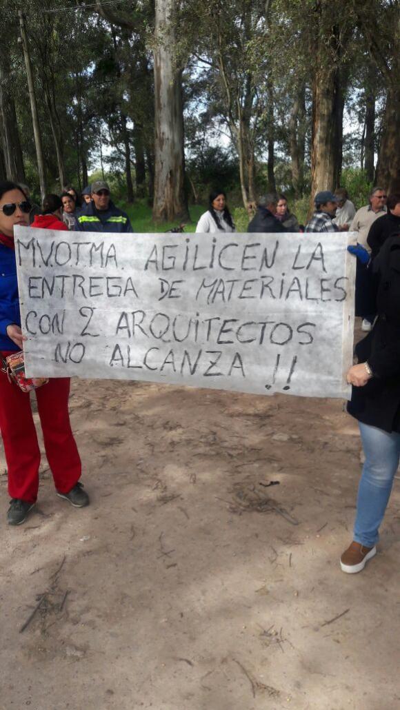 Vecinos de Dolores protestan por falta de ayuda. Foto: Marcelo Ávila