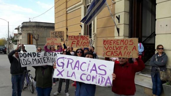 Vecinos de Dolores protestan por falta de ayuda, Foto: Carlos Ávila
