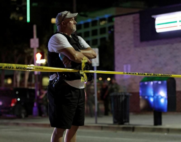 Tiroteo en protesta contra violencia policial dejó 5 agentes muertos en Dallas. Foto: EFE