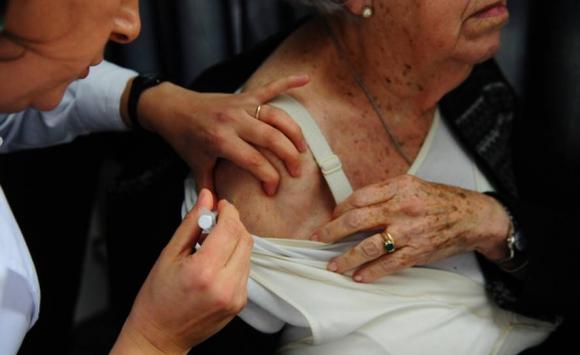 Vacunaciones en Tres Cruces. Foto: Marcelo Bonjour.