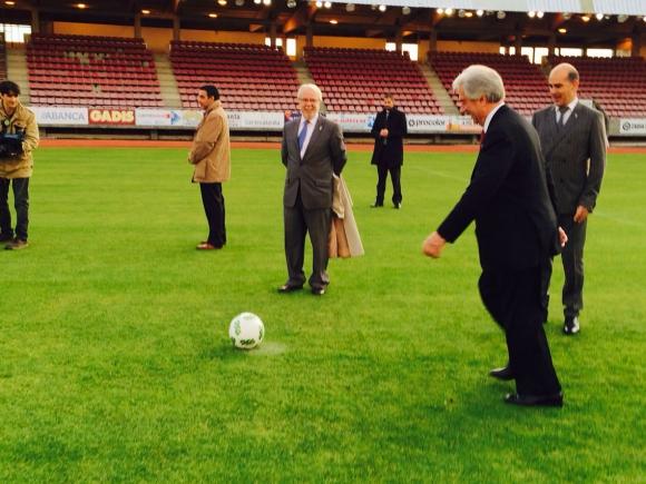 Tabaré Vázquez en el estadio san Lázaro de la sociedad deportiva Compostela. Foto: Valeria Gil